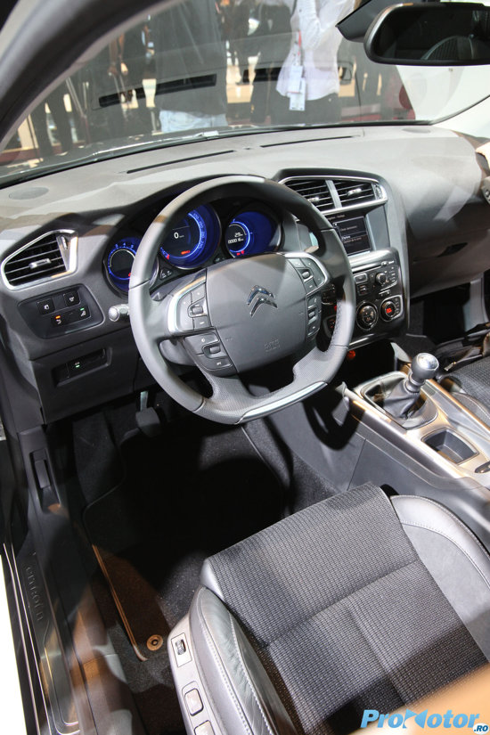 Interiorul noului Citroen C4 are un bun nivel calitativ