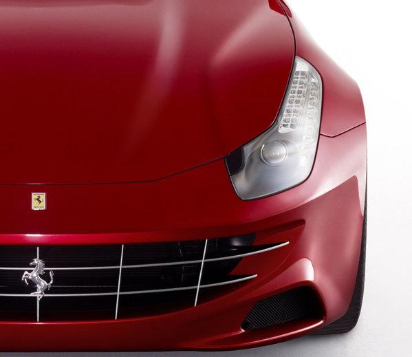 Ferrari FF vine cu şapte ani de revizii gratuite