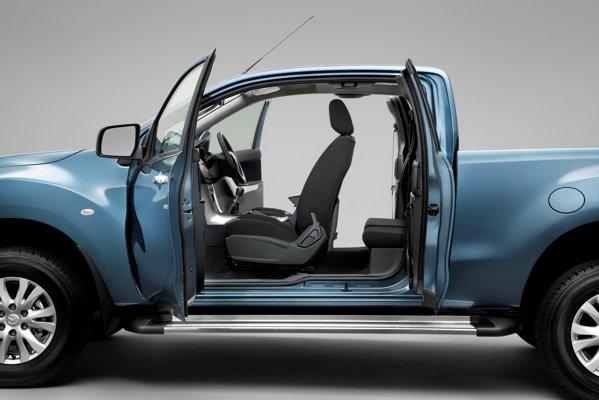 Mazda BT-50 Freestyle are doua portiere suplimentare, cu deschidere inversa