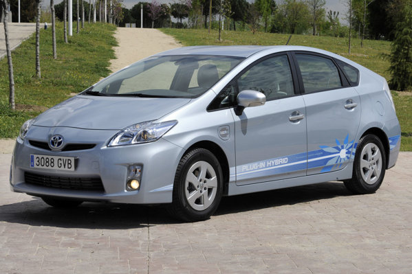 Toyota Prius Plug-in Hybrid poate merge in regim strict electric pe o distanta de 20 km