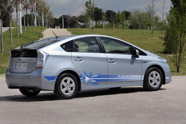 Programul de monitorizare mai cuprinde 18 tari si 200 de masini Prius Plug-in Hybrid
