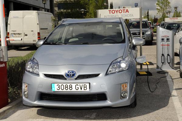 Studiul realizat in Londra a aratat ca Toyota Prius Plug-in Hybrid este mai eficienta cu 27% decat un diesel