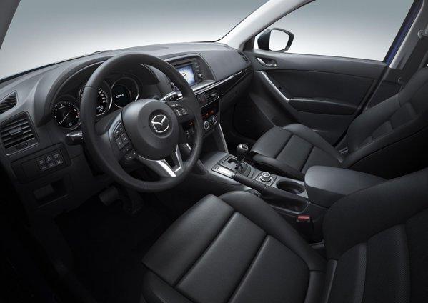 Interiorul lui Mazda CX-5 pune accentul pe sportivitate si calitate