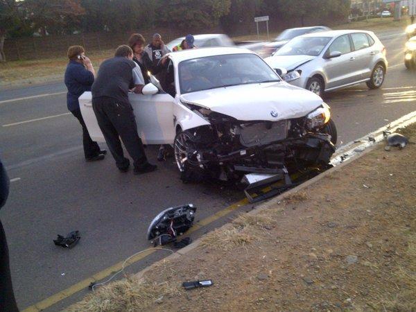 Accident cu BMW Seria 1 M in Africa de Sud - coliziune cu alte doua masini
