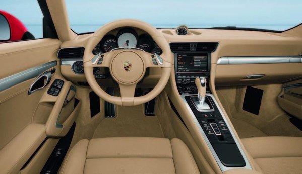 Interiorul noului Porsche 911 este un melanj intre sportivitate clasica si high-tech