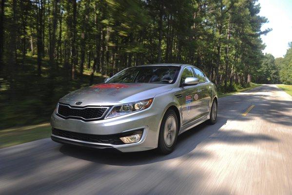 La drum cu Kia Optima Hybrid