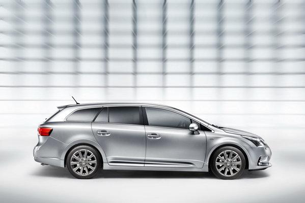 Motorul diesel 2.0 D-4D de 124 CP este mai economic pe Avensis facelift