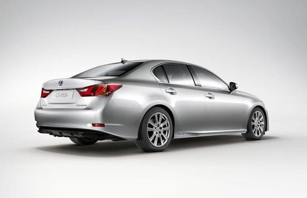 Lexus GS 450h beneficiaza de o putere maxim de 338 CP, iar 0-100 km/h dureaza doar 5,6 secunde