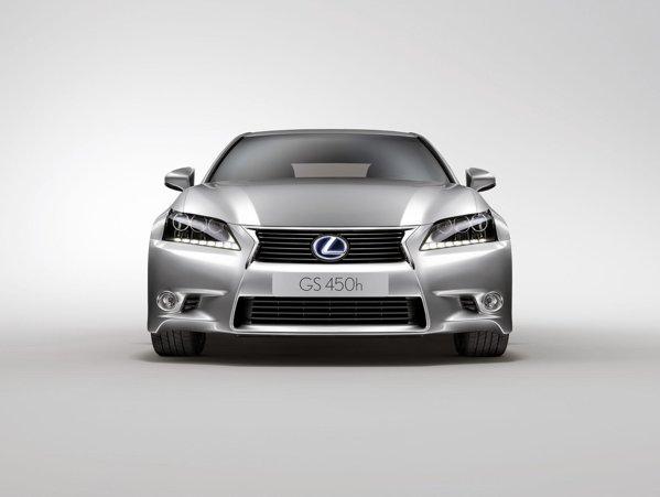 Fata de un GS normal, Lexus GS 450h se diferentiaza prin faruri si siglele iluminate