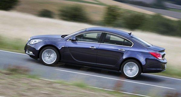Opel Insignia 2.0 CDTi BiTurbo promite un consum mediu de numai 4,9 litri/100 km