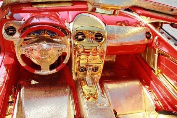 SLR 999 Red Gold Dream contine 5 kg de aur de 24 carate si 600 de rubine