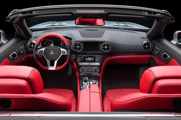 Interiorul noului Mercedes-Benz SL urmeaza linia sobra a designului exterior