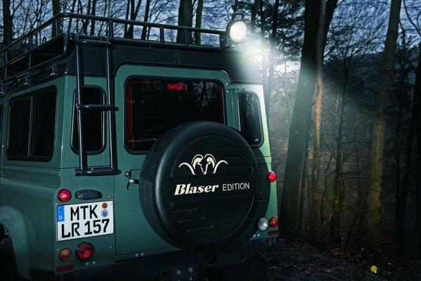Editie speciala realizata in parteneriat de Land Rover Germany si specialistul in arme Blaser