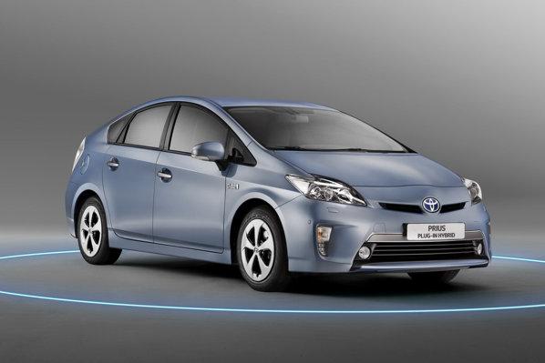 Toyota Prius Plug-in are un consum mediu oficial de 2,1 litri/100 km