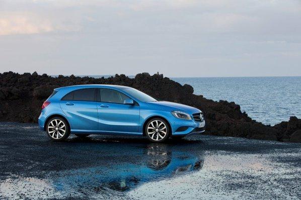 Primele imagini cu noul Mercedes-Benz A-Class ne arata o compacta premium reusita