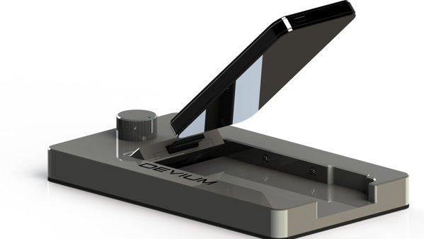 iPhone-ul se integreaza usor si poate deveni sistem multimedia auto datorita Devium Dash