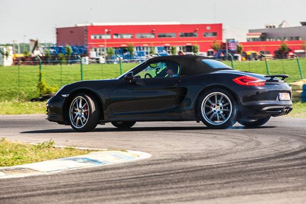 "Instructorul Jan Kalmar, ""drifting taxi driver"" pe AMC Kart cu noul Porsche Boxster"