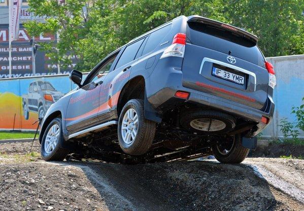 Toyota Track 4x4 beneficiaza de cateva obstacole foarte tehnice si solicitante