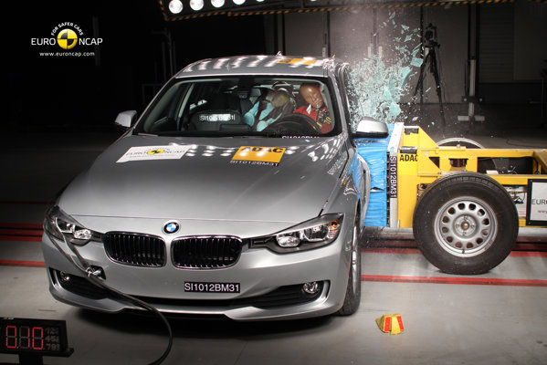 BMW Seria 3 primeste 5 stele, fiind apreciata mai ales pentru protectia pietonilor