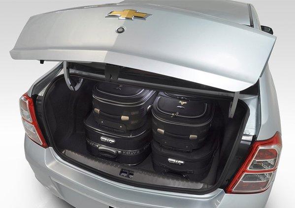 Chevrolet Cobalt are un portbagaj urias, de 563 de litri