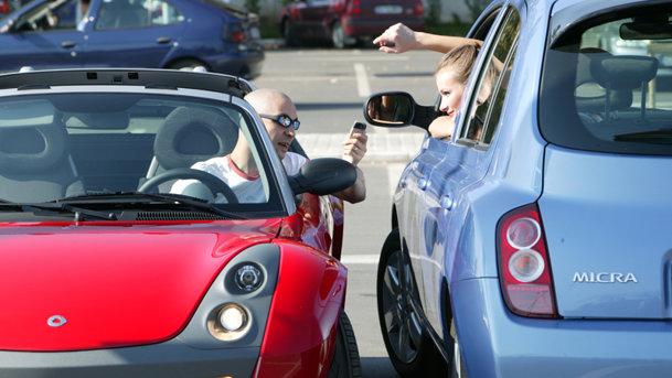 Cine reprezintă un pericol la volan, bărbaţii sau femeile?