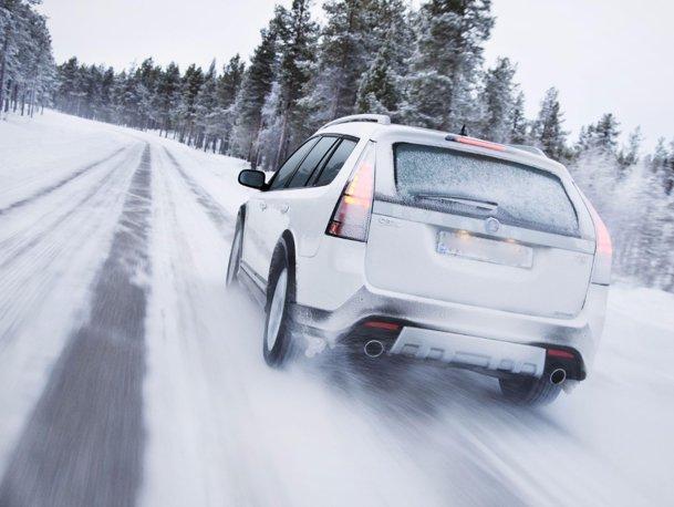 Iarna, România bate tot la drumuri superbe!