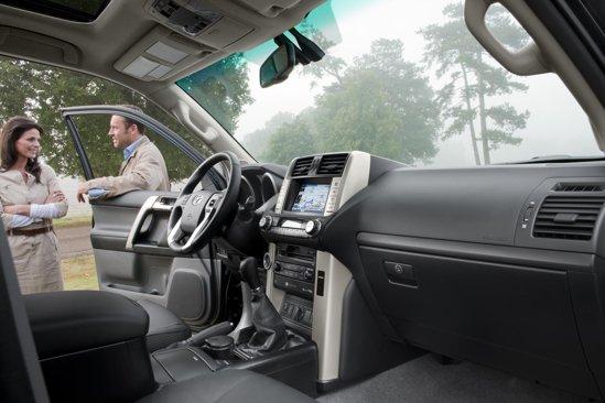 Noua Toyota Land Cruiser 150 are un interior foarte spatios, mult mai luxos si cu multe dotari de confort