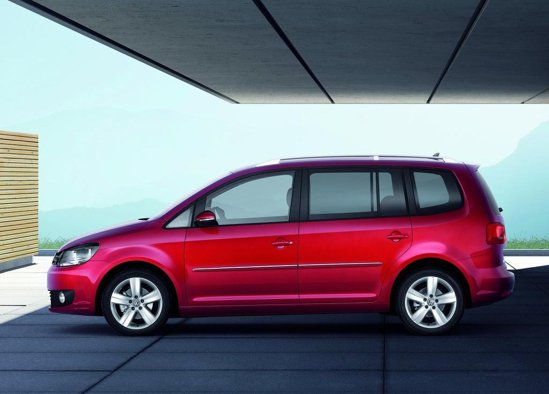 Noul Volkswagen Touran facelift arata ca un VW Sharan intrat la apa