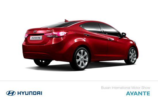 Spatele lui Hyundai Avante este modificat fata de al versiunii pentru China, Verna