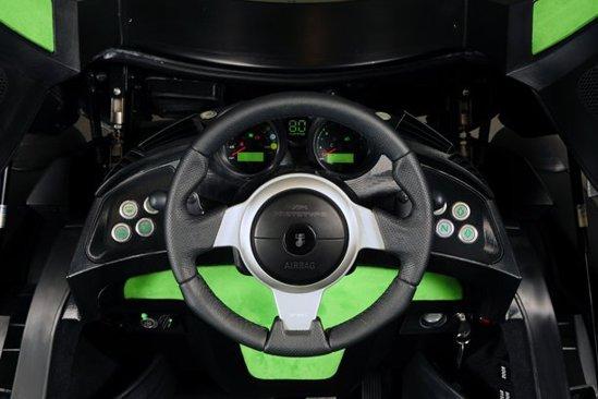 Cockpitul lui Murray T25 aminteste de supercarul McLaren F1, fiind simplu si ergonomic