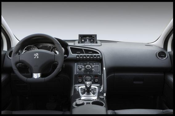 3008 HYbrid4 interior
