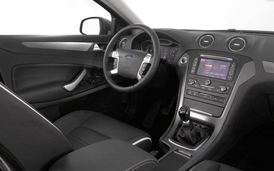Interiorul lui Ford Mondeo facelift are un nivel ridicat de stil si calitate