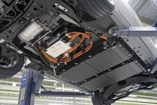 Bateriile litiu-ion asigura o autonomie de maximum 200 km si se incarca in 8 ore