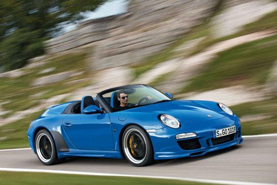 Porsche 911 Speedster are un parbriz mai mic si scaunele din spate acoperite cu un capac personalizat