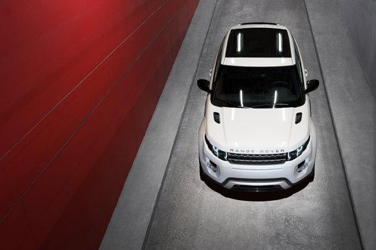 Range Rover Evoque este oferit cu un motor pe benzina si doua versiuni diesel