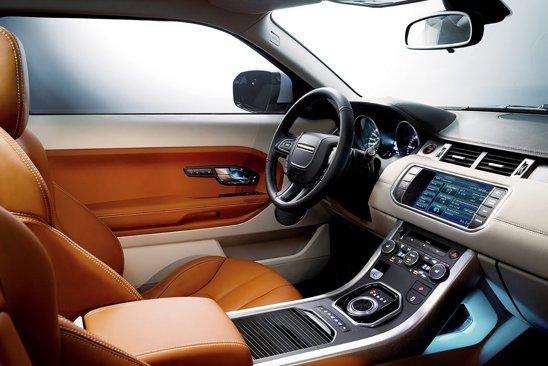 Range Rover Evoque ofera un interior princiar, cu multe dotari de ultima ora si materiale de calitate