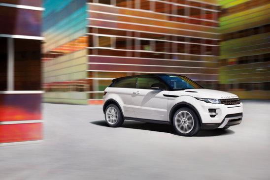 Cea mai puternica versiune este Range Rover Evoque Si4: 240 CP si 7,1 secunde pentru 0-100 km/h