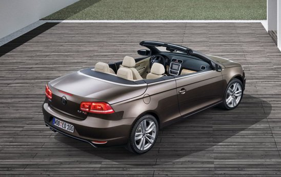 Modificarile estetice pentru Volkswagen Eos facelift se limiteaza la redesenarea blocurilor optice