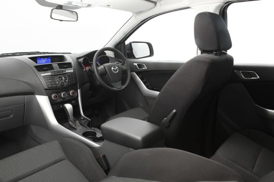 Interiorul noii Mazda BT-50 are un design modern si sofisticat