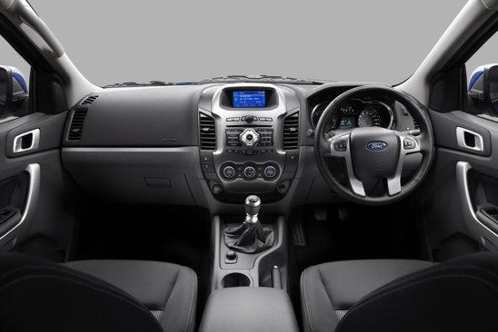 Habitaclul noului Ford Ranger este conceput intr-o maniera mai sobra