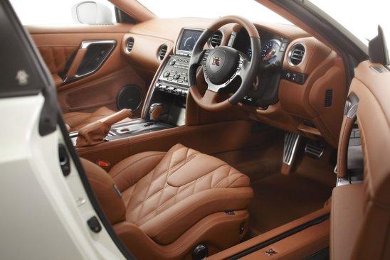 Nissan GT-R Egoist propune o gama exclusiva de tapiterii si culori pentru interior