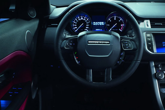Range Rover Evoque in 5 usi are acelasi interior princiar ca si versiunea in 3 usi