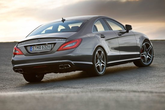 Cu Pack Performance, Mercedes CLS 63 AMG are 557 CP, prinde 300 km/h si face suta in 4,3 secunde