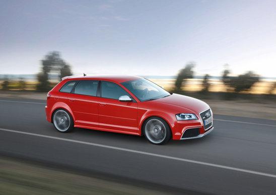 Motorul lui Audi RS3 este preluat de la TT RS: 2,5 litri turbo, 5 cilindri, 340 CP si 450 Nm.