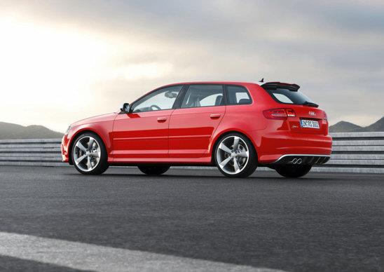 Audi RS3 are un look mai sportiv, dar nu este exagerat.