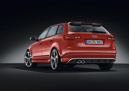 Audi RS3 beneficiaza de tractiune integrala quattro si cutie automata S-Tronic, cu dublu ambreiaj