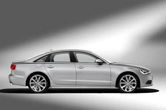 Noul Audi A6 are o lungime de 4,92 metri. Portbagajul se cifreaza la 530 de litri