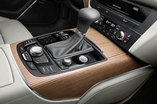La noul Audi A6, comenzile sistemului MMI sunt optimizate, avand ergonomie mai buna