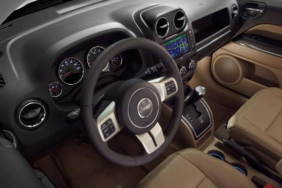 Jeep Compass are un echipament standard bogat, dar si o lunga lista de optionale