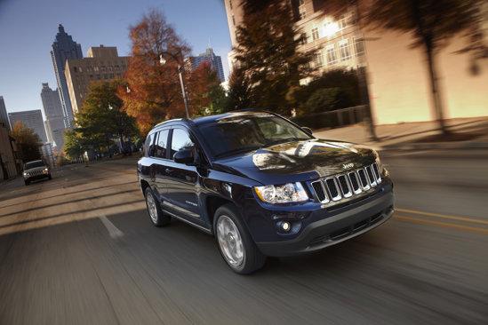 Jeep Compass este oferit, in USA, cu 2 motorizari pe benzina, cu 4 cilindri
